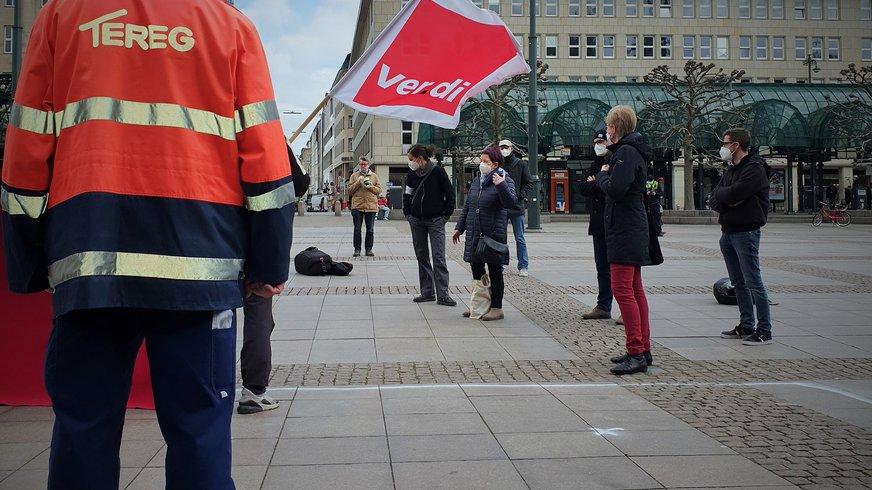 TEREG-Beschäftigte übergeben offenen Brief an Hamburger Politik