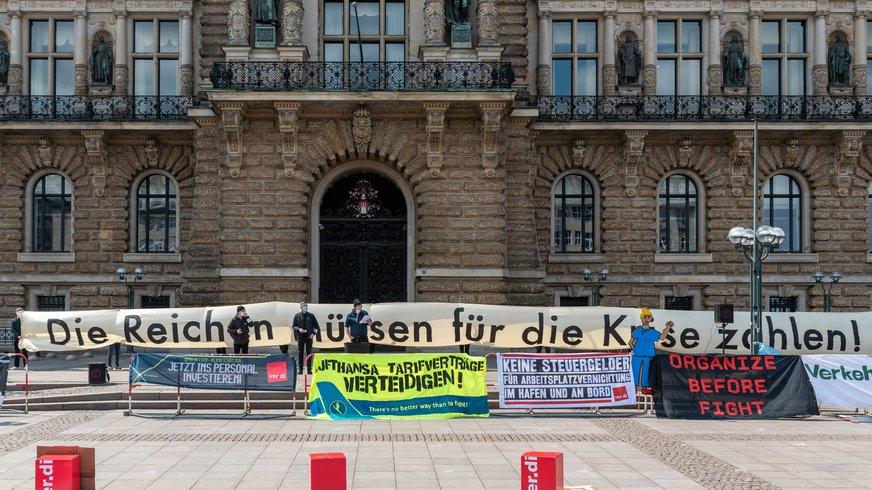 1. Mai Kundgebung des Fachbereich Verkehr Hamburg auf dem Rathausmarkt